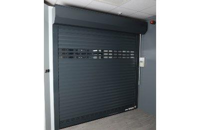 Porte de garage maison vue intérieur