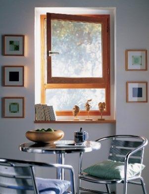 Fenêtre en bois un vantail chêne doré