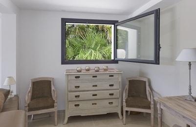 Fenêtre en aluminium un vantail large